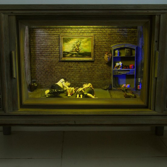 HOME THEATRE. 2010. cm 182 x 77 x 42. dimensioni variabili - variable dimensions. Fibra di vetro, resina e sculture dipinte in una vecchia tv - fieberglass, resin polyurethaine, paint sculpture in old tv.